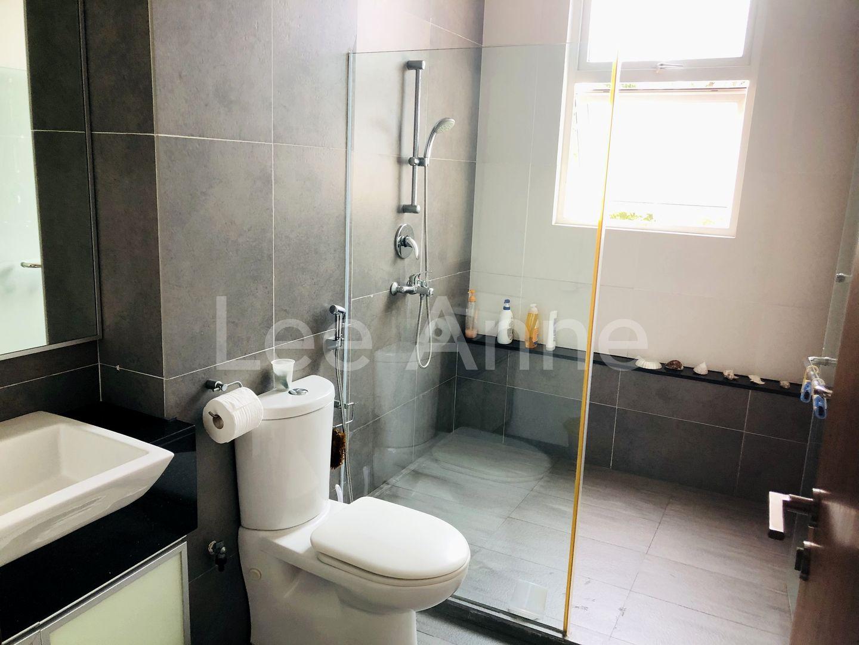 Bright & Cheerful En-suite Toilet