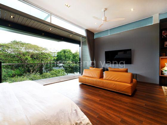 Huge Masgter bedroom Facing Greenery