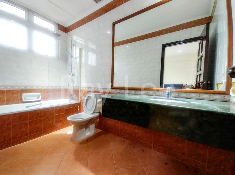 Almond Crescent -L1A:  Bathroom 02