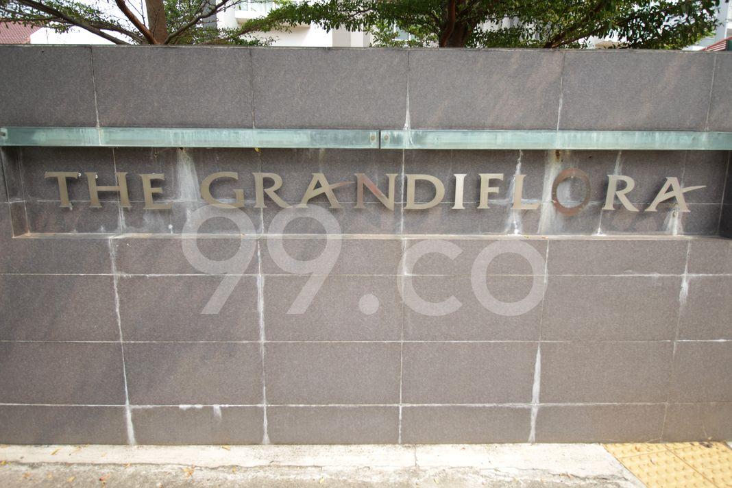 The Grandiflora  Logo
