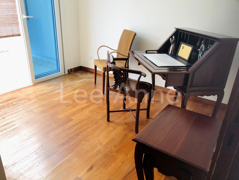 Guest/Kids Bedroom with en-suite Bathroom & Balcony