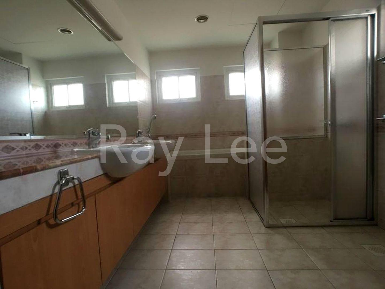Woodgrove Estate Master Bathroom 02