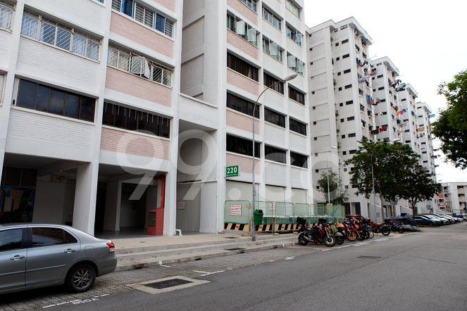HDB-Jurong East Block 220 Jurong East