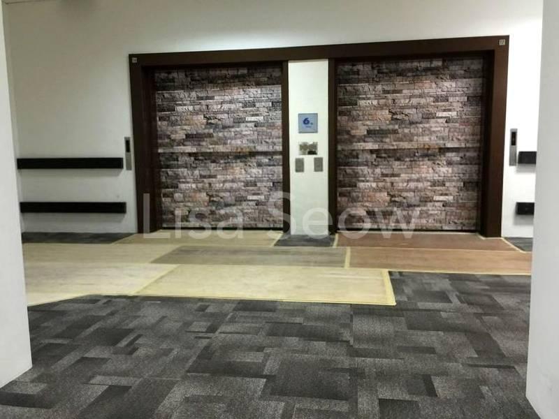 Wide entrance lift