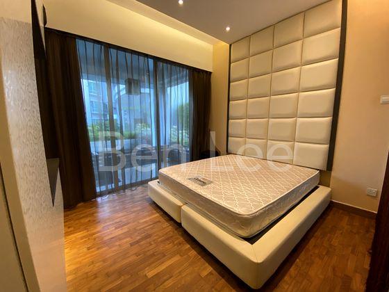 Cosy master bedroom with patio & ensuite bathroom