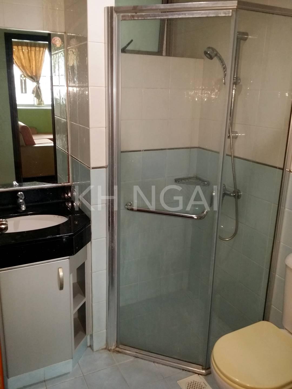 Unit's common bathroom