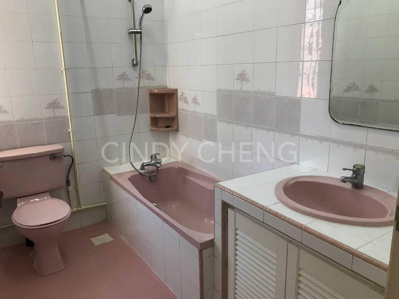 Common bathroom on level 2