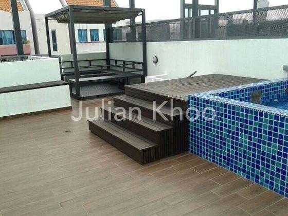 Roof Terrace + Jacuzzi