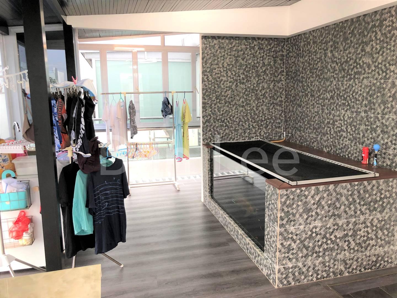 Upper roof terrace shelter room