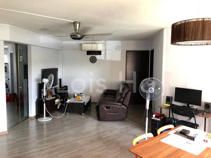 Renovated spacious corner 4-room