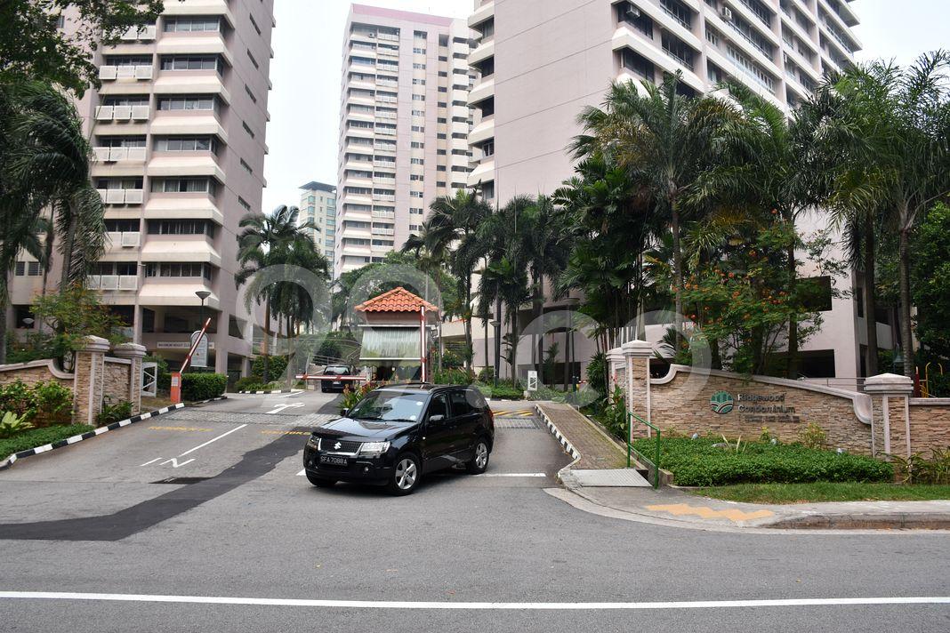 Ridgewood Condominium  Entrance