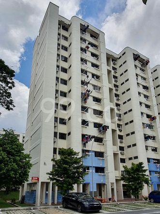 HDB-Hougang Block 304 HDB-Hougang
