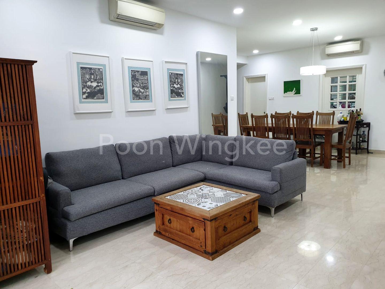 High Ceiling & Spacious Living room