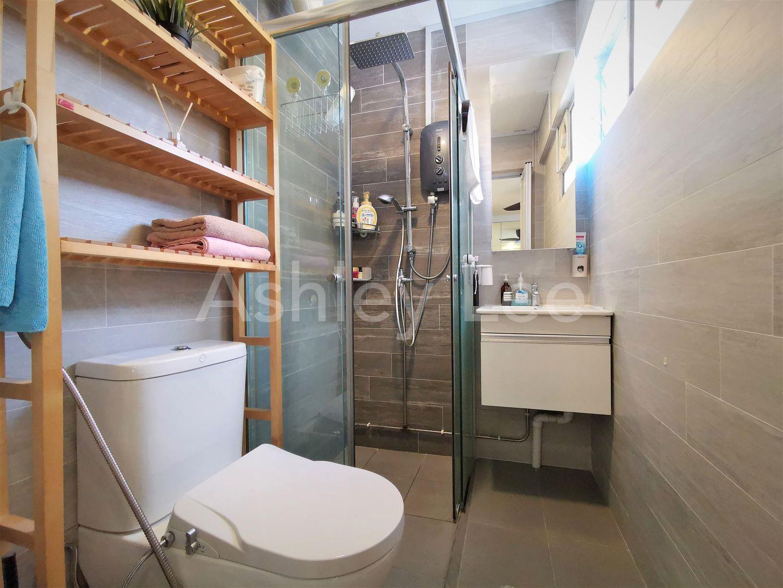 Bath 1 (Master bath)