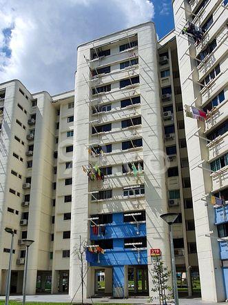 HDB-Hougang Block 319 HDB-Hougang