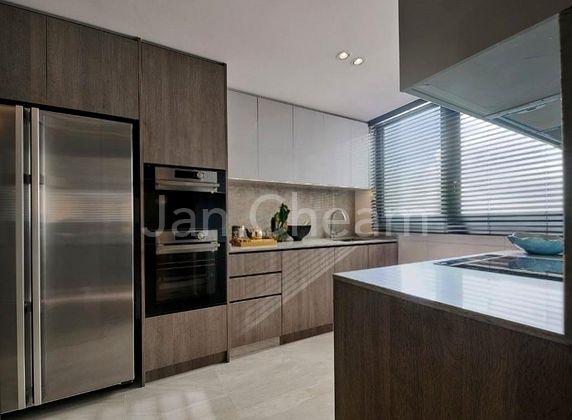 Kitchen with top premium appliances