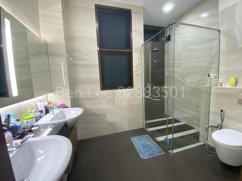2F Master bedroom ensuite bathroom