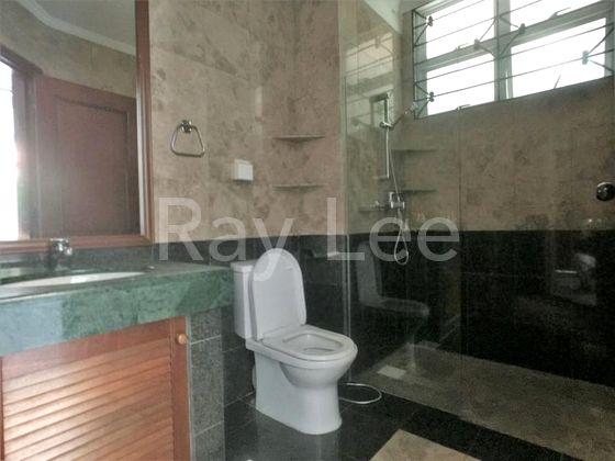 Beechwood Grove Level 1 Bathroom