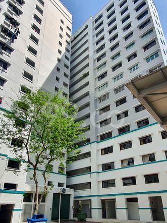 HDB-Hougang Block 573 HDB-Hougang
