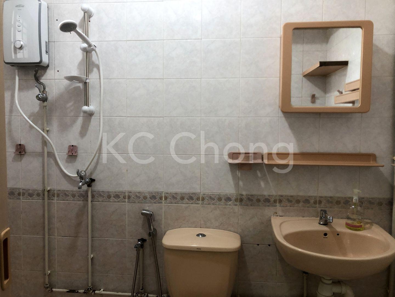 Blk 625 Jurong West St 61 Bathroom