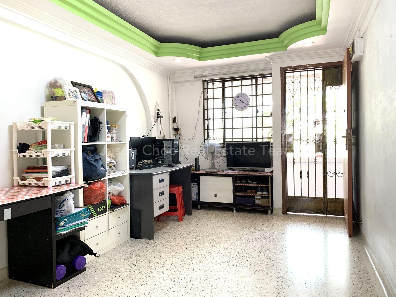Living Room / Entrance