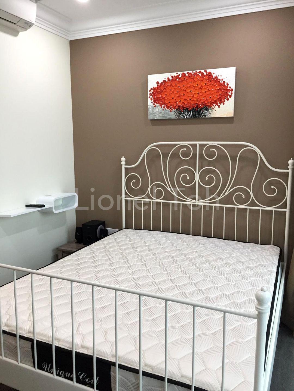 Studio - Queen size bed