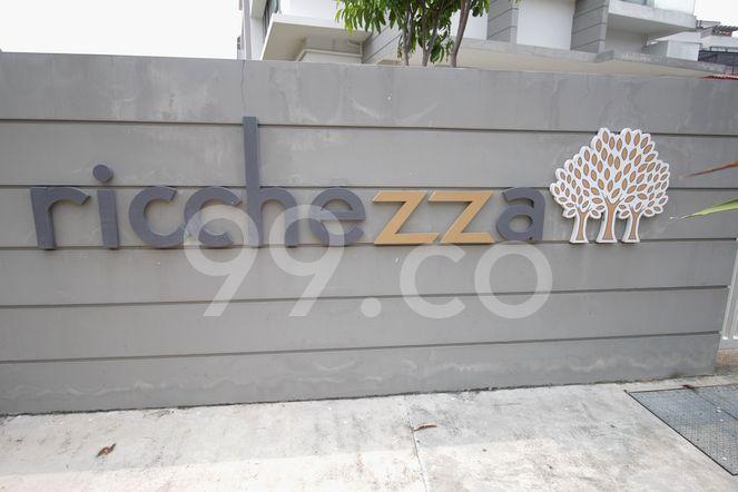 Ricchezza Ricchezza - Logo