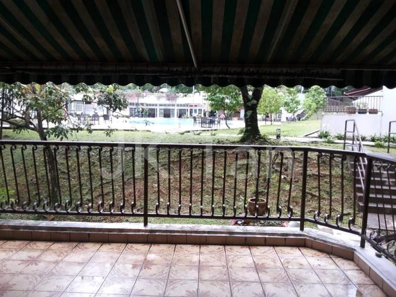Balcony open to pool