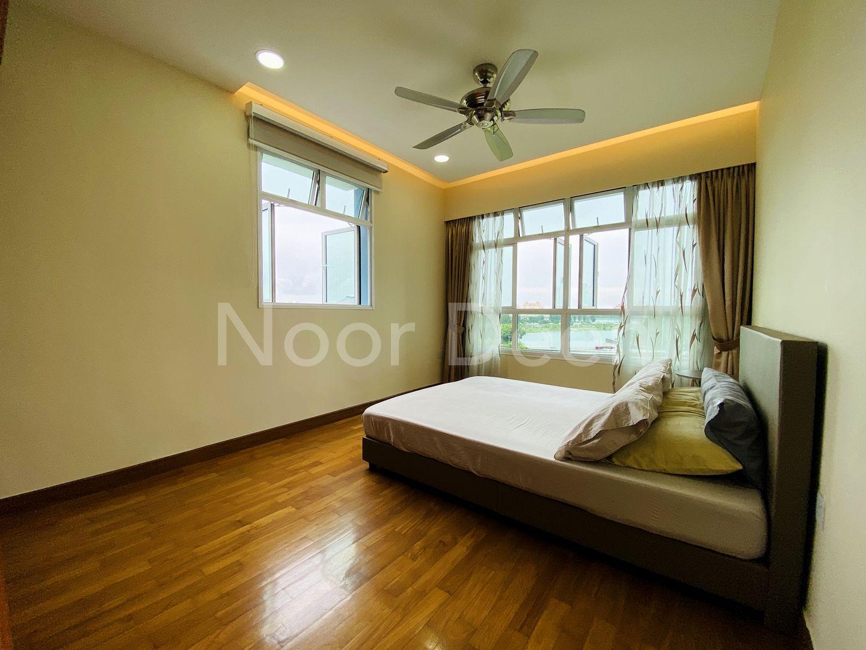 Huge Master Room with Parquet Floorings