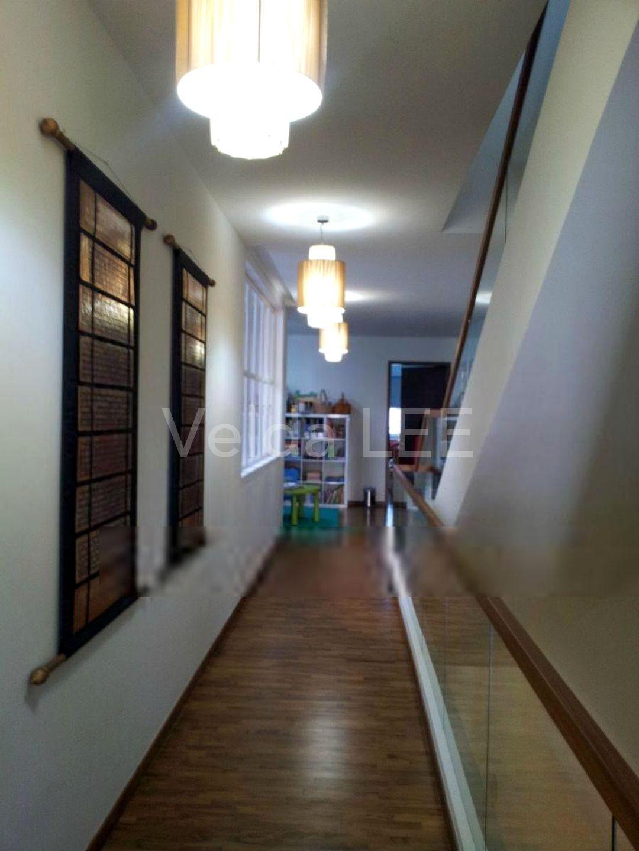 Cosy Corridor