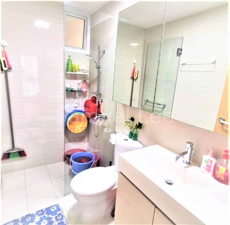 8. Common Bathroom 1.jpg