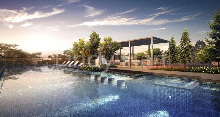RV Altitude luxury freehold condo - swimming pool